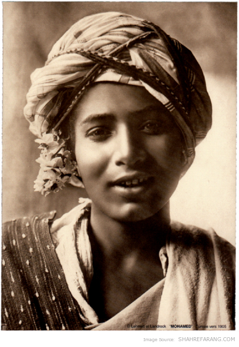 One of the two original pictures from the Tunisian boy by Lehnert
