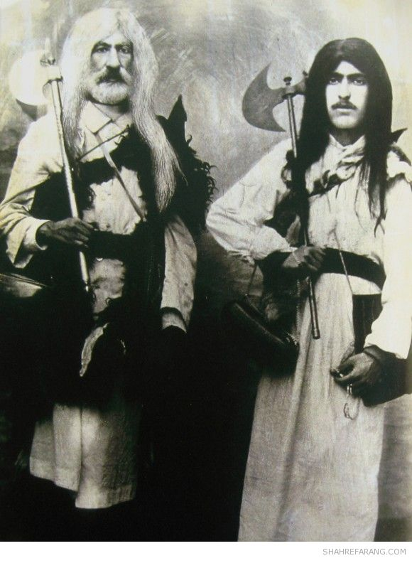 دراویش یهودی آقا جان و برادرش که سران خانواده ای از درویشان یهودی بودند. تهران، ۱۹۲۲ میلادی