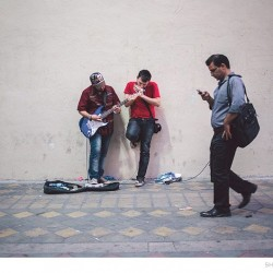 Street Singers and the Passers-by (1)