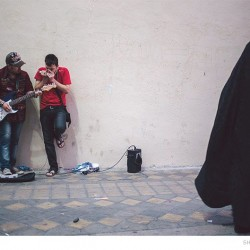 Street Singers and the Passers-by (4)