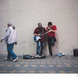 Street Singers and the Passers-by (10)