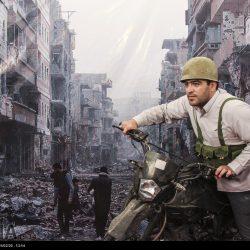 مدافعان حرم در مقابل ویرانه های سوریه
